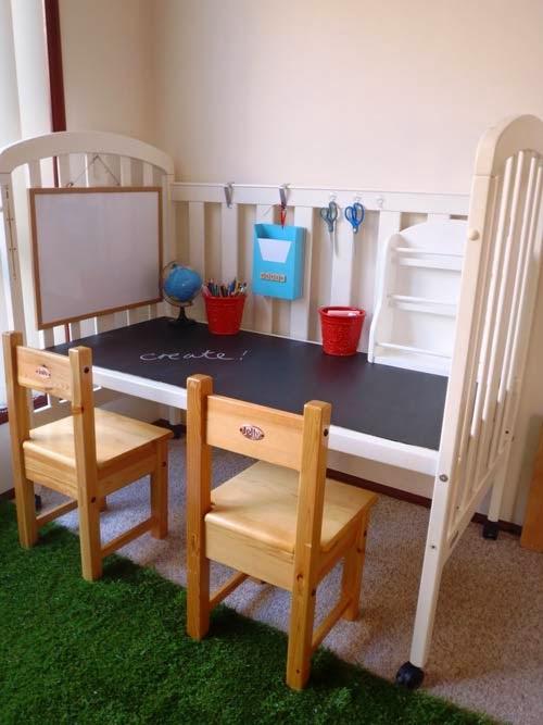 Reutilizar y reciclar cuna de bebe en escritorio infantil