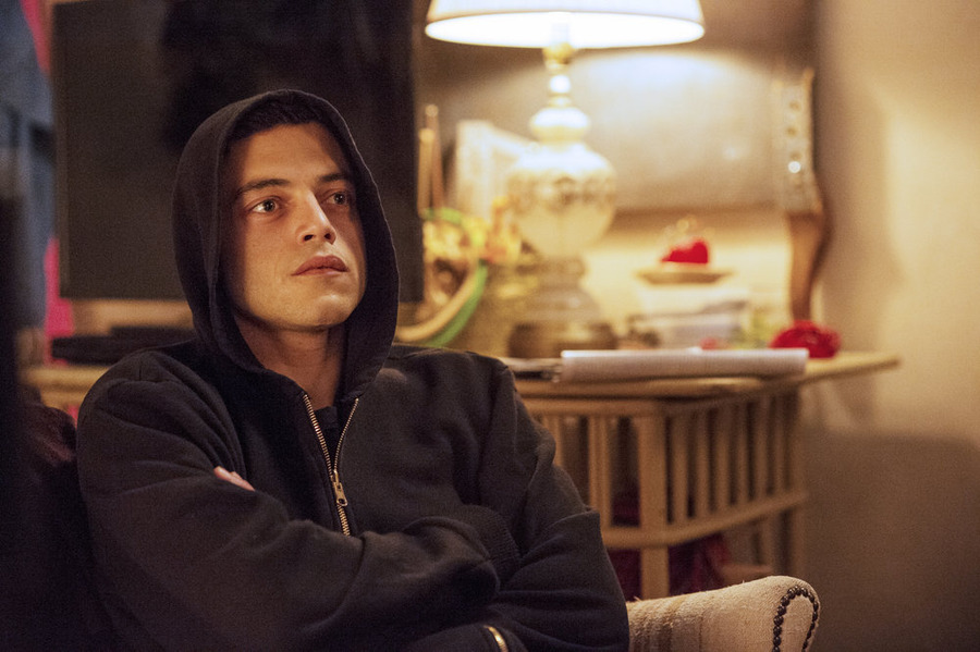"Mr. Robot - eps.1.1_ones-and-zer0es.mpeg - Review: ""An Absolute Cracker"""