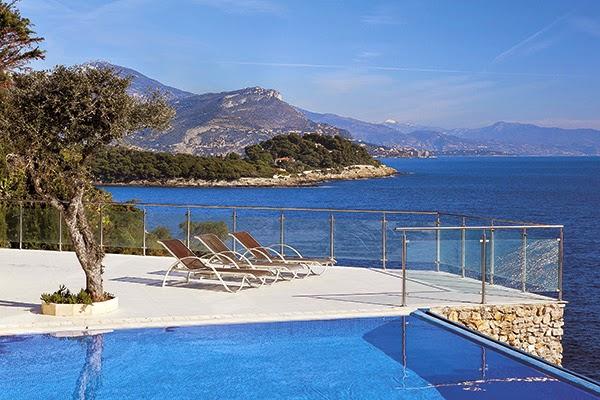 Les 10 plus belles maisons avec piscine au bord de la mer for La plus belle piscine