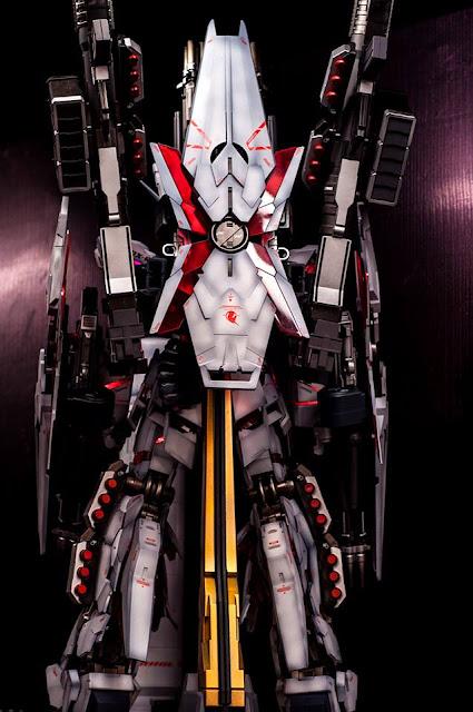 PG Unicorn Gundam Full Armor modeled by wolf