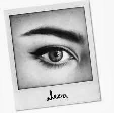 Alexa Chung y su línea de maquillaje