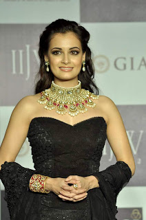 Dia Mirza walks the ramp for Golecha's Jewels at IIJW 2012 Day
