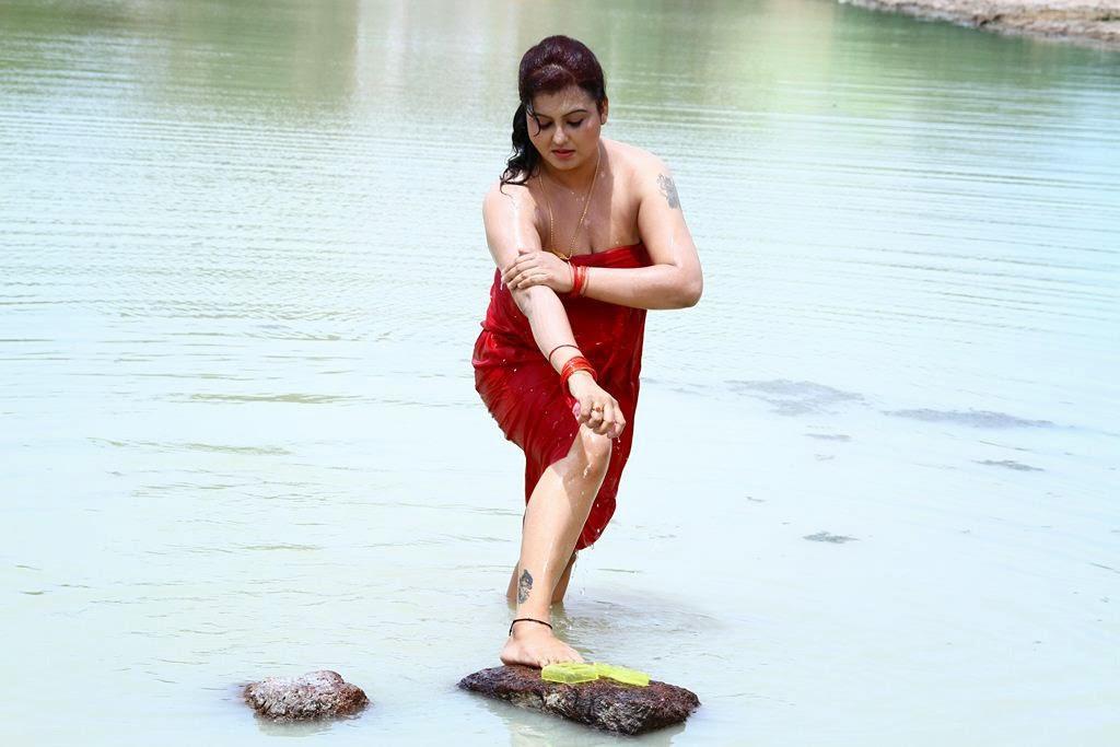 tamil bgrade sona bathing
