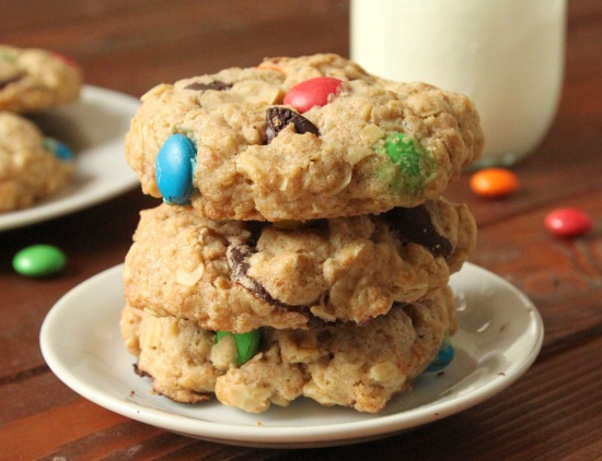 100% Whole Grain M&amp;M Oatmeal Cookies | texanerin.com