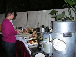 Bufett desayuno Hotel Montecarlo, Santiago de Chile, Chile, vuelta al mundo, round the world, La vuelta al mundo de Asun y Ricardo