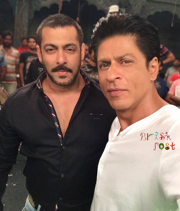 Shahrukh Salman Khan selfie pic for Dilwale promotion at Bigg Boss house set