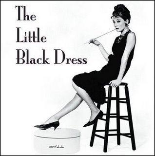 Coco Chanel navrhovala väčšinu outfitov pre herečku Audrey Hepburn vo filme  Raňajky u Tiffanyho. 9ec04ebb839