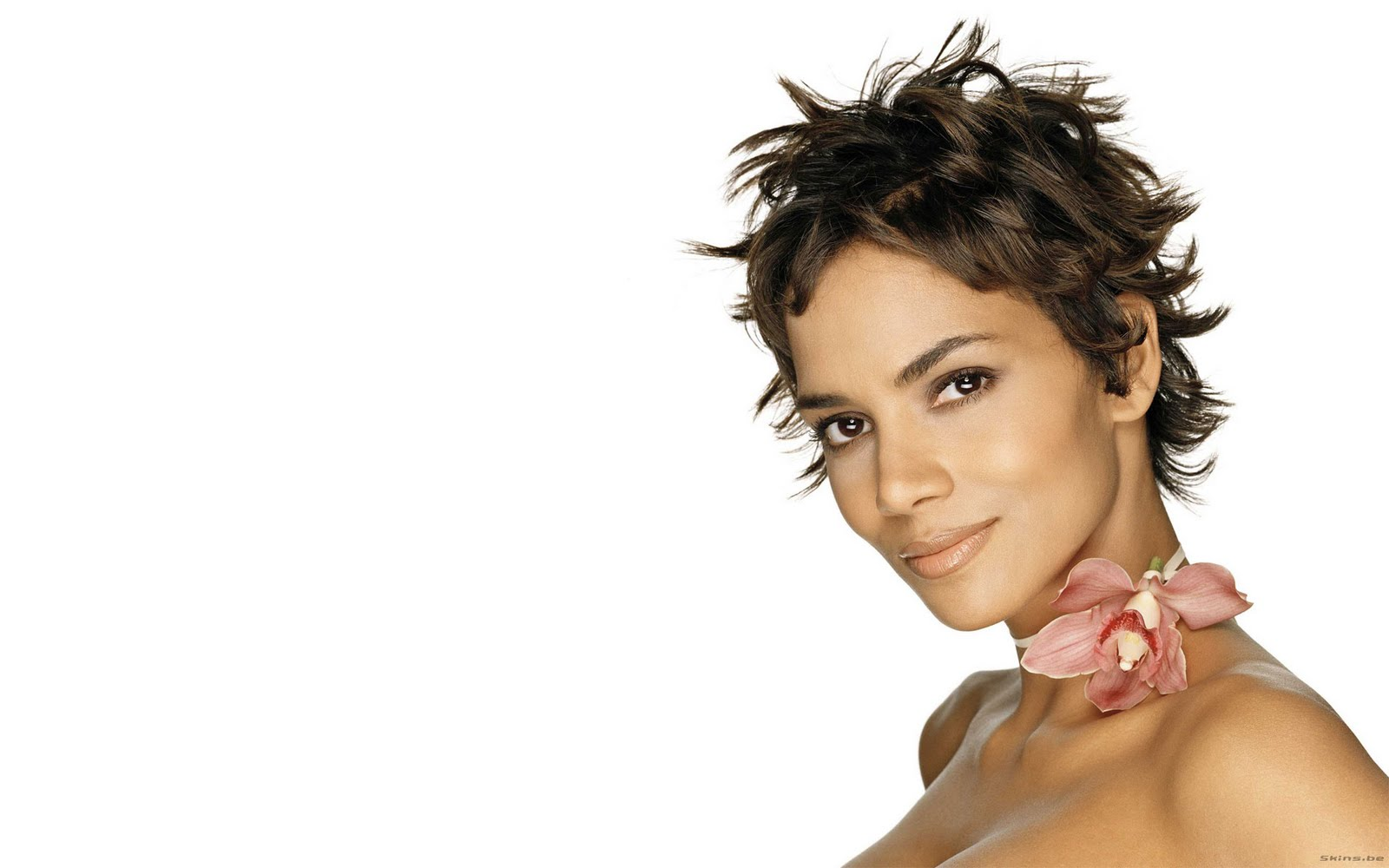 halle berry widescreen HD wallpaper 1920x1200