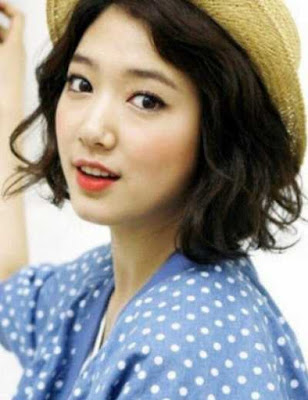 gaya rambut bob bergelombang wanita asia_369800
