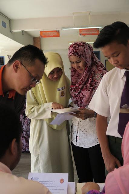 MAJLIS PENYERAHAN KEPUTUSAN PT3 2015