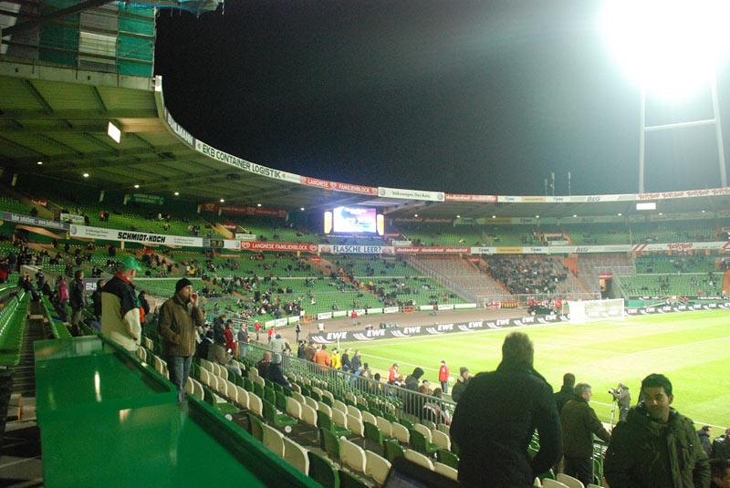 Kibice na stadionie Werderu Brema - fot. Tomasz Janus / sportnaukowo.pl