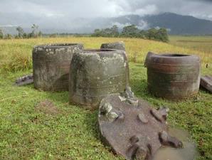 Batu Megalit (Serpihan UFO???)