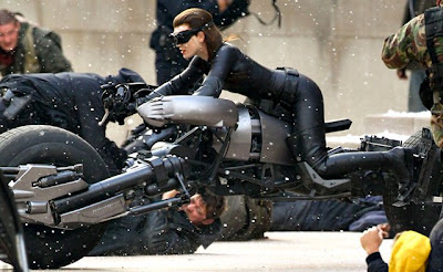 anne hathaway catwoman sexy pose