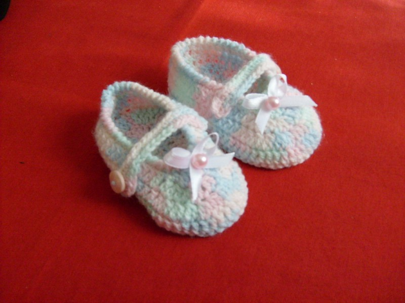 zapatitos tejidos a crochet para bebe de unos 6 a 9 meses