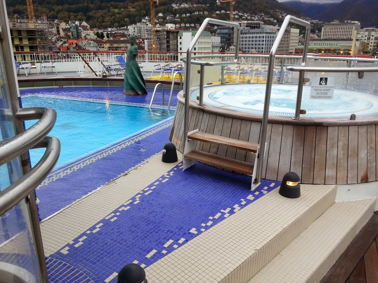 Hurtigruten MS Finnmarken - Swimming Pool and Jacuzzi
