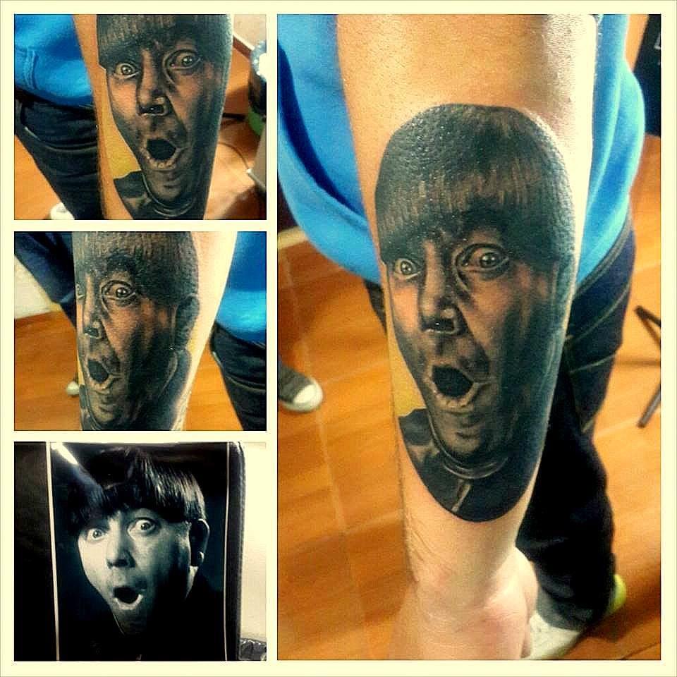 Tatuaje de Moe (Los 3 Chiflados)