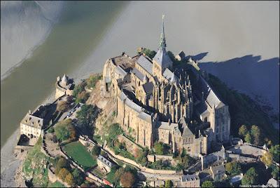 [Image: Mont-Saint-Michel-09.jpg]