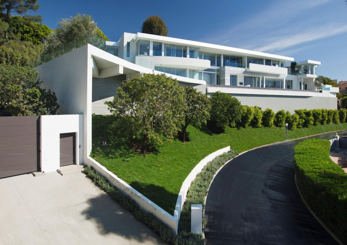 Large modern home with lovely city views bel air los for Huge modern mansion