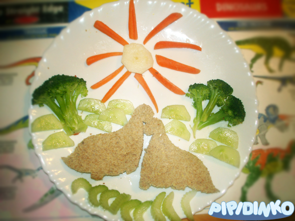 http://pipidinko.blogspot.ca/2013/06/santinos-favourite-lunch-dinosaur.html#.UwqqfoVfT5w