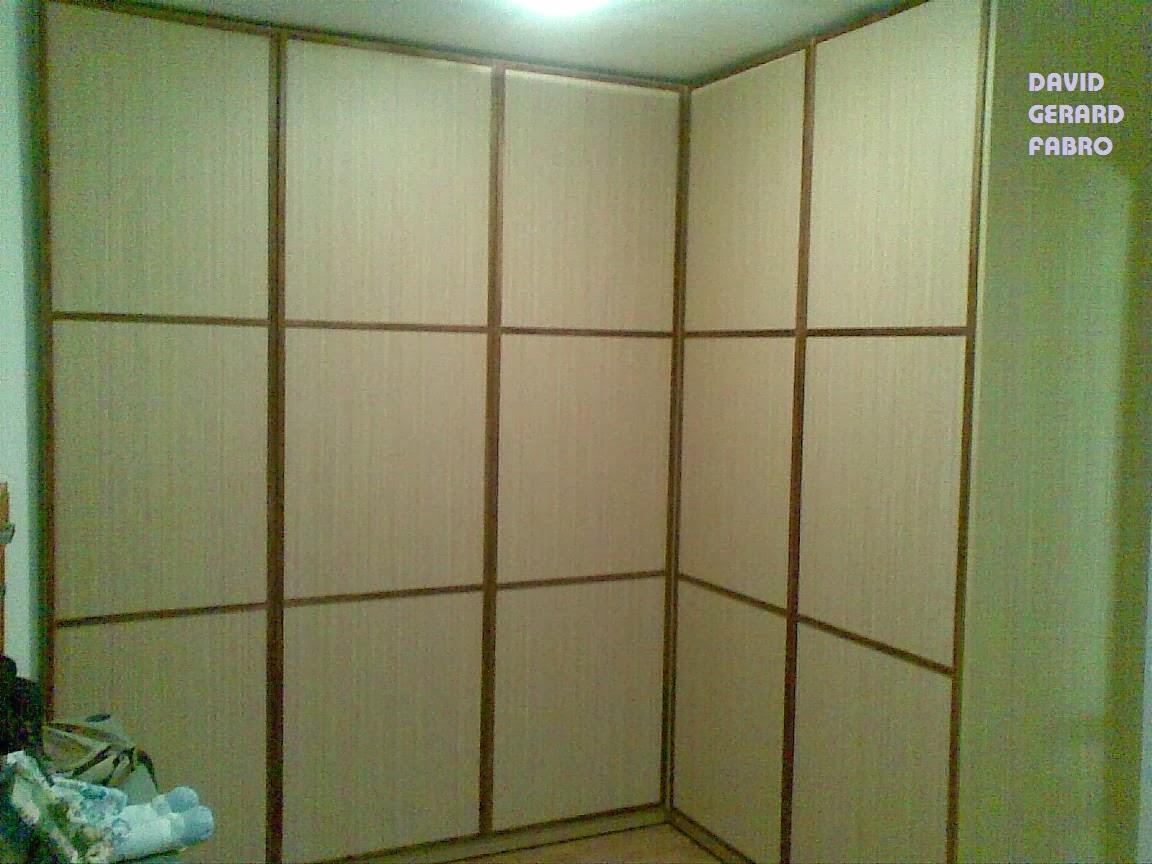 Puertas de armario abatibles.