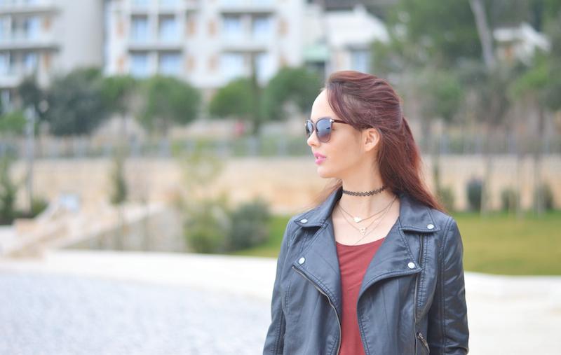 Urlaubs_Outfit_Lederjacke_Jeans_Sonnenbrille