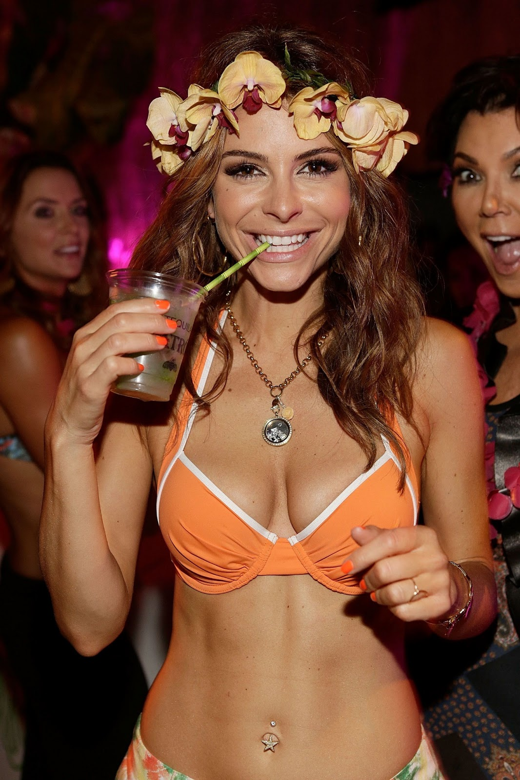 http://3.bp.blogspot.com/-0kHqKd17yLA/UbZYqAXTUmI/AAAAAAAAgkI/DS_n9CBsalQ/s1600/Maria+Menounos+-+wearing+orange+bikini+top+at+her+35th+birthday+party+in+LA+-++June+2013+-03.jpg