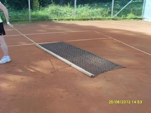 Tenniksen alkeita mieluiten massakentillä tai hiekkanurmikentillä