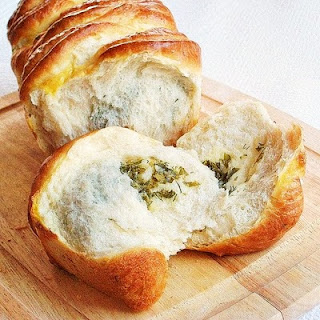 pull apart cheese herb bread | roxanashomebaking.com