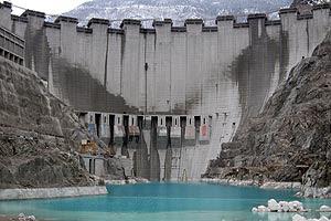 deriner dam building