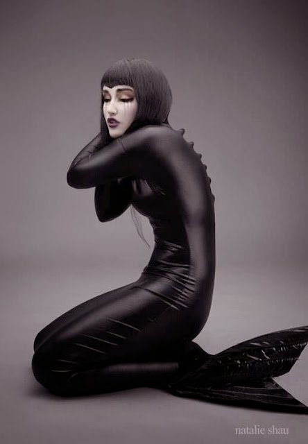Fetish Inspirations : Blask Mermaid - Natalie Shau