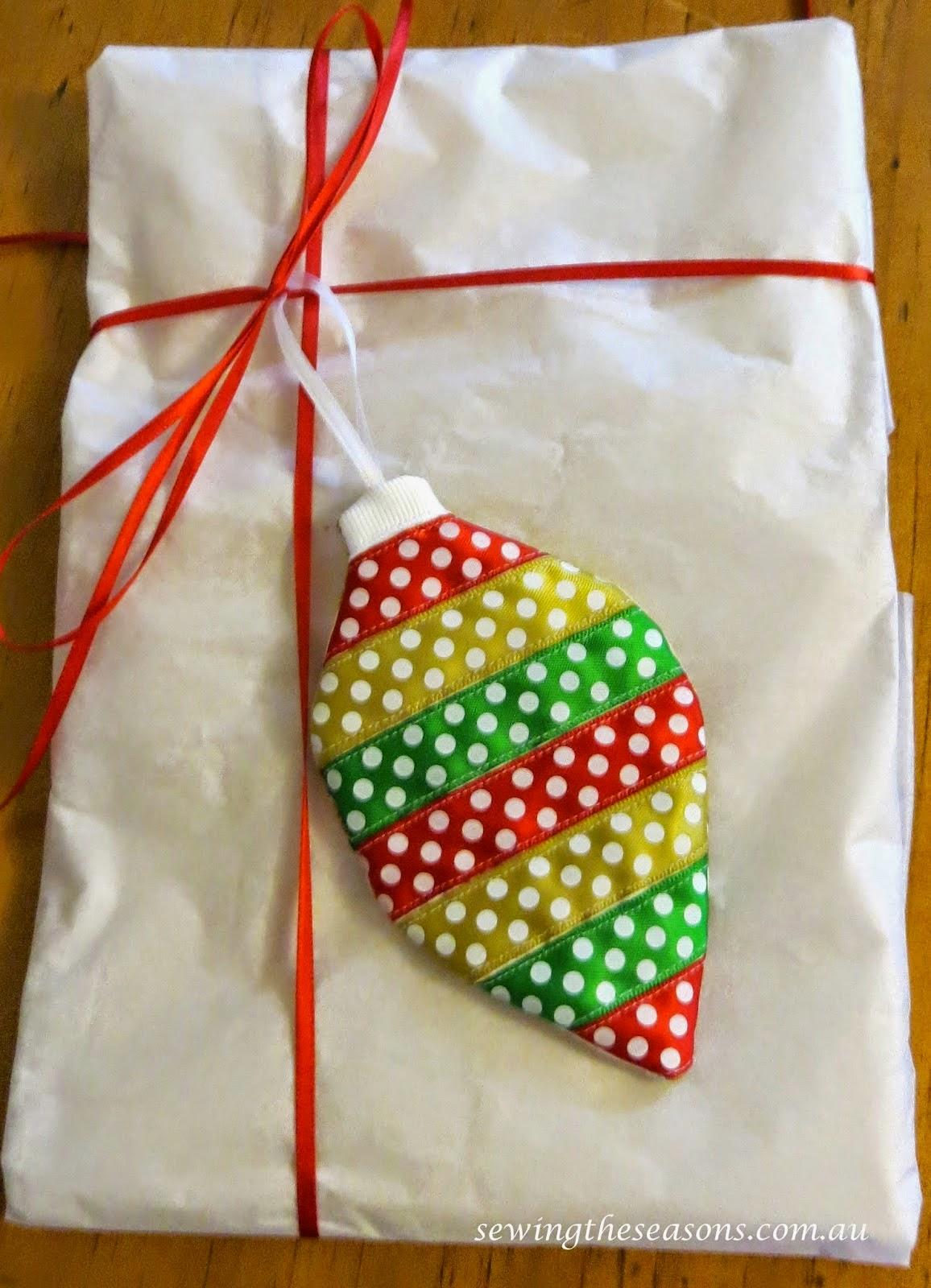 http://www.sewingtheseasons.com.au/2014/11/christmas-ribbon-decorations.html