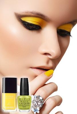 A patinás-sárga körmökkel például Karen Walker divatbemutatóján találkozhattunk. A sárga egy egyszerű, finom és sokoldalú szín. A tavaszi nárciszokat, meleg fényt és játékosságot juttatja eszünkbe.