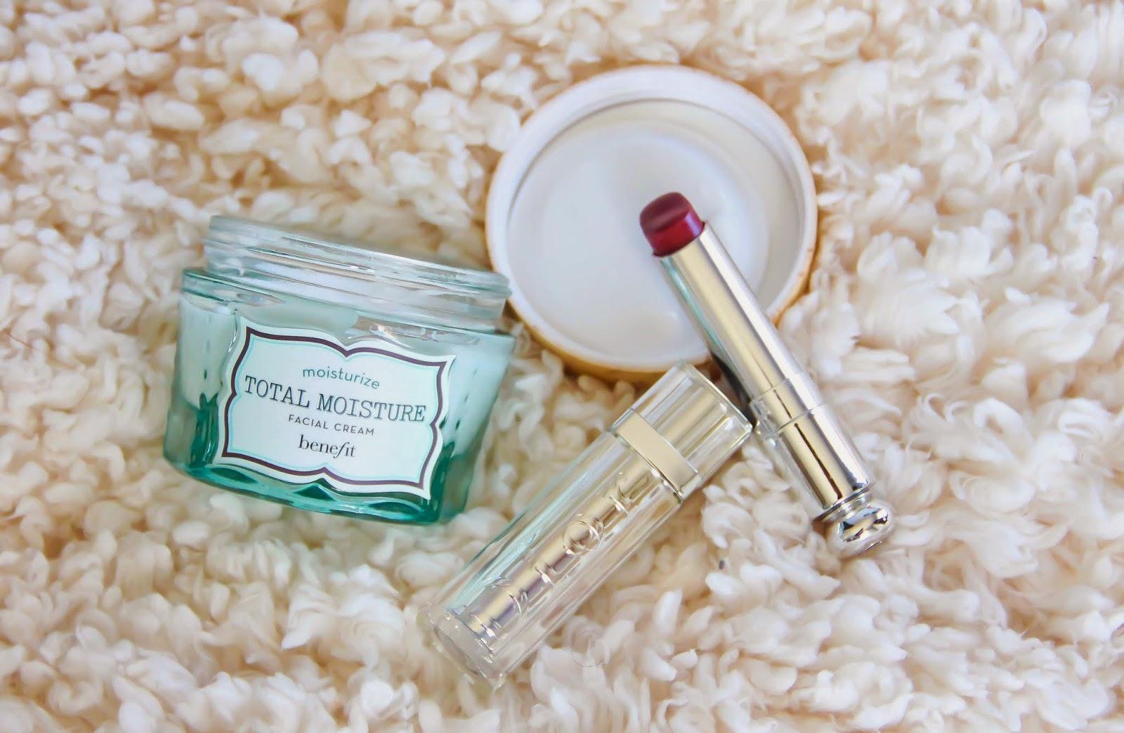 Crème hydratante soins jour rouge à lèvres