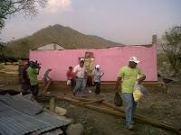 Alcalde de Olanchito inspecciona viviendas dañadas