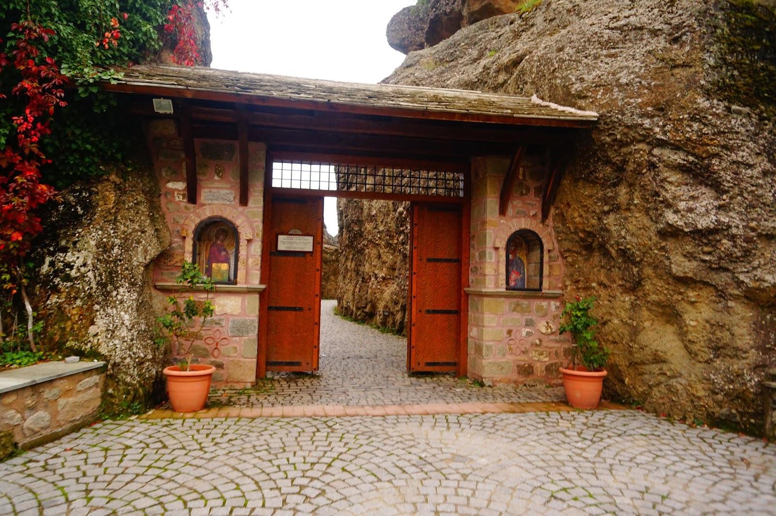 Вход-в-Монастырь-Святого-Варлаама