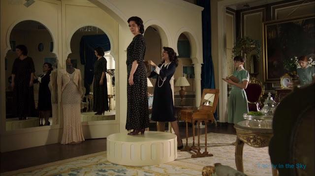 Sira Quiroga vestido negro. El tiempo entre costuras. Capítulo 8.