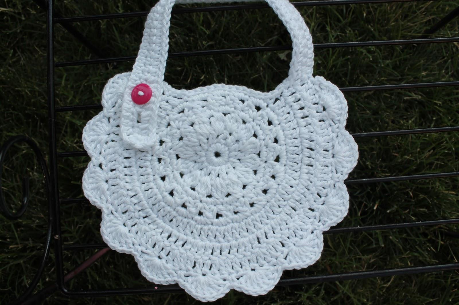 Crochet Cotton Baby Bib Pattern : Mi Casa: Crochet Baby Bibs