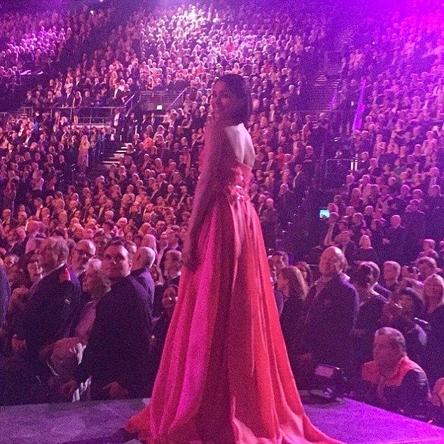 Wearing a long red gown by Elie Saab design, the 30-year-old expressed herselves through the tangle of bold colors as she was present at Nobel Prize Awards at Oslo, Norway on Thursday, December 11, 2014.