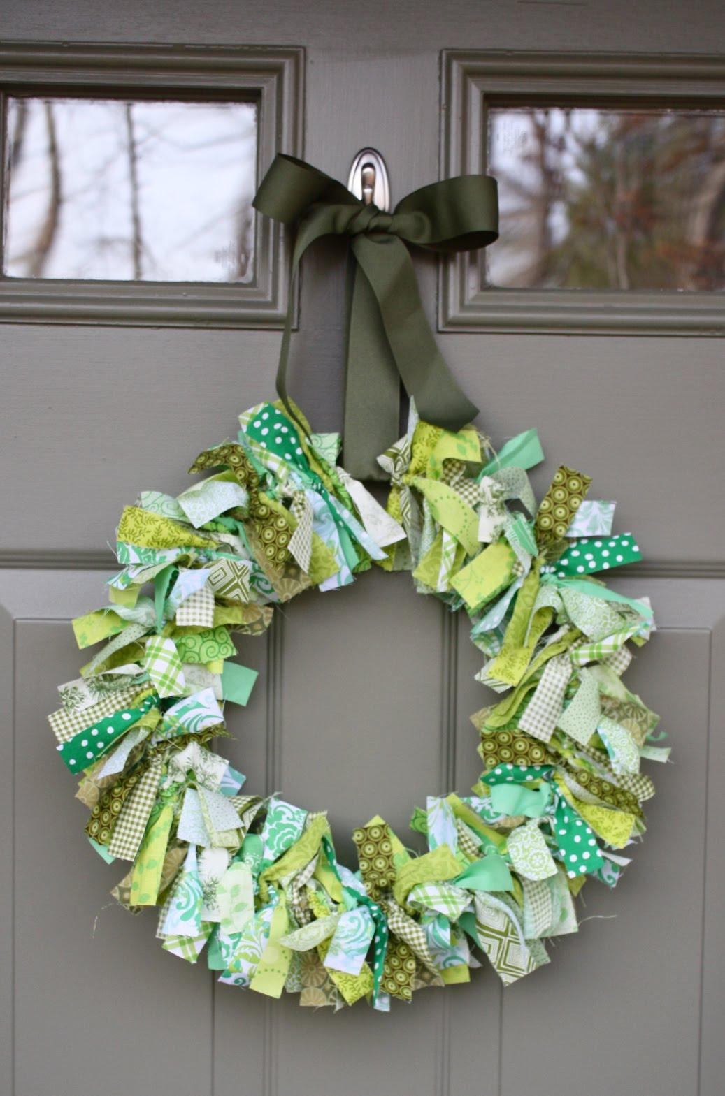 The Parish Piece: Fun Holiday Wreath!
