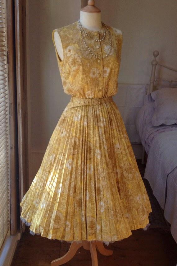 https://www.etsy.com/uk/listing/193510113/1950s-vintage-dress?ref=shop_home_active_8