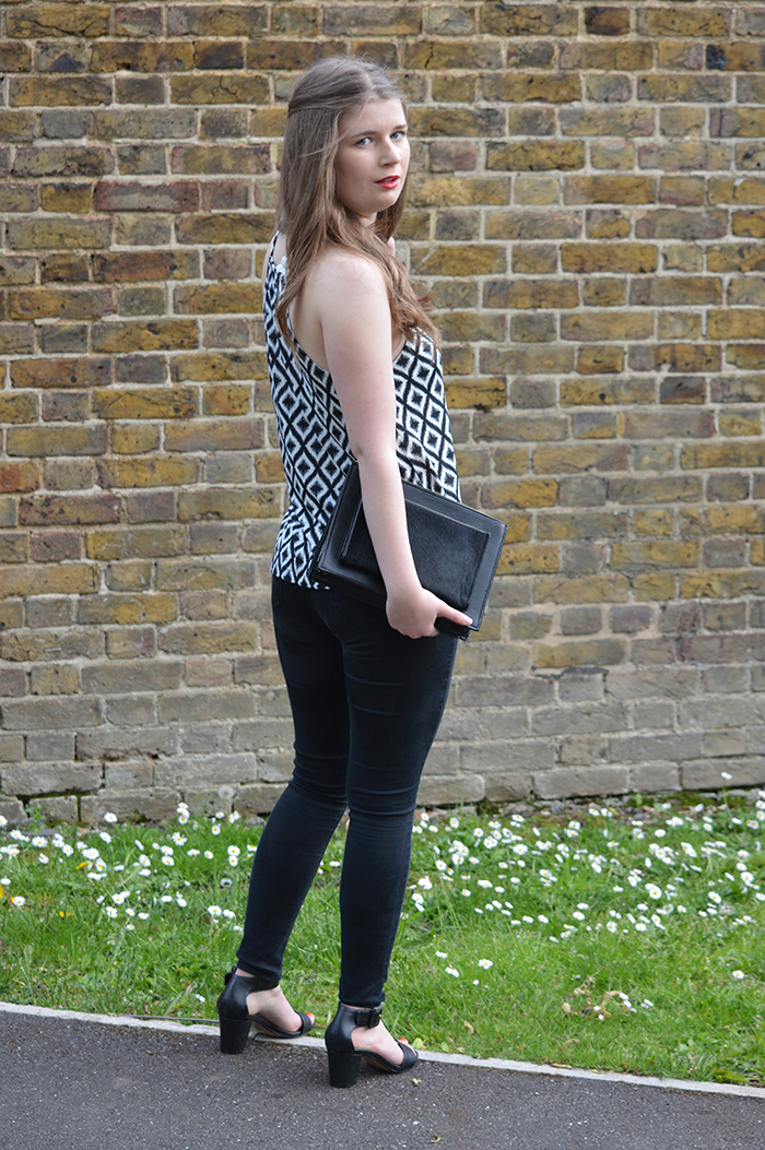 Summer monochrome outfit fashion bloggers