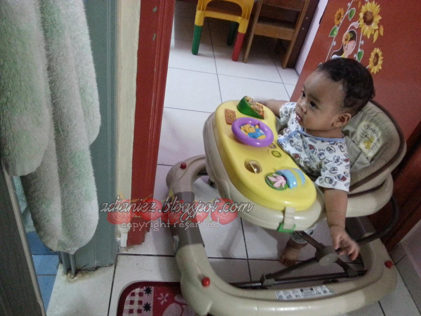 salah satu aktiviti izzat yg kelakar ~ skodeng kakak-kakak mandi!!!