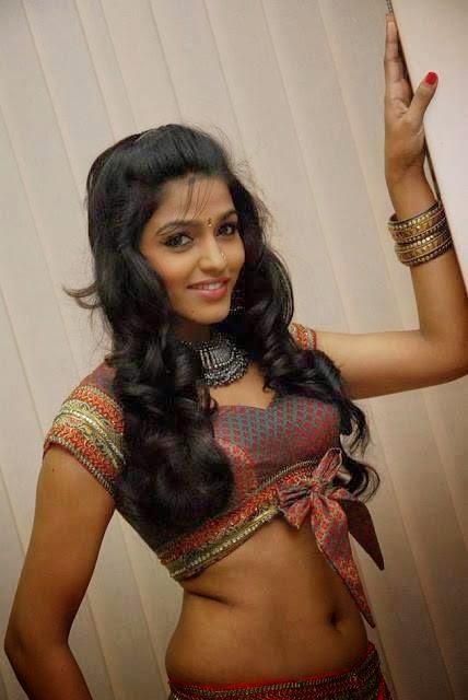 Sexy Boobs In Saree indianudesi.com