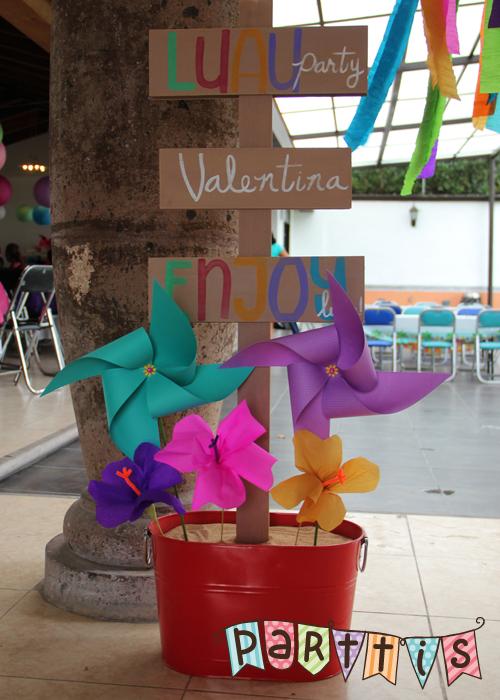 Parttis luau de martina y valentina fiesta hawaiiana - Mesas de colores para ninos ...