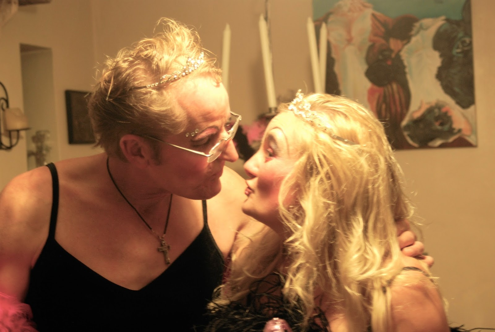 couple kissing at Drag Queen themed dinner party