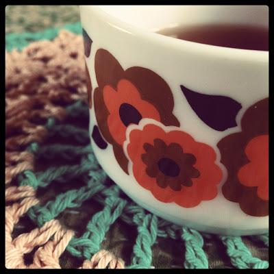 ByHaafner, seventies cup, crochet doily, flower pattern