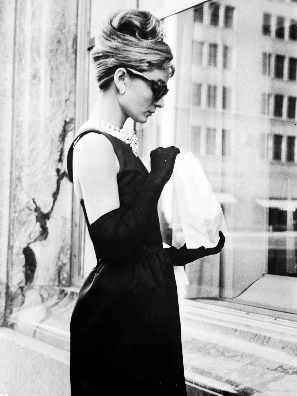 http://3.bp.blogspot.com/-0nWXJu6Tmwg/TtIXCmO_bdI/AAAAAAAAAOg/d4qcEpR63yE/s1600/Audrey+Hepburn%252C+Breakfast+At+Tiffany%2527s%252C+Little+Black+Dress%252C+Maxi-Dress.jpg