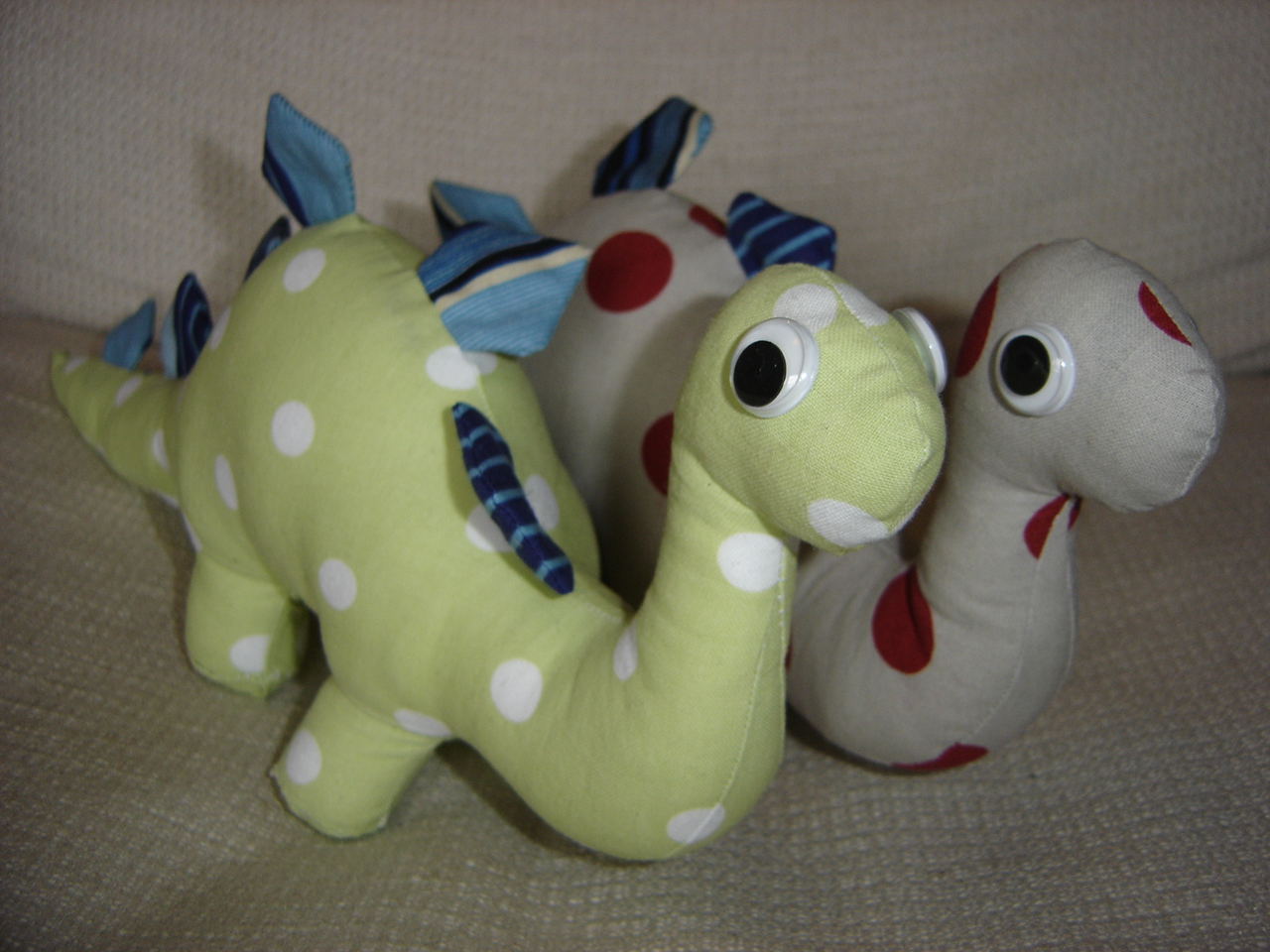 Ve wanted a dino plushie stuffie for a long time so i made three