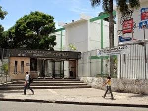 Estudantes da rede estadual de ensino podem fazer renovação da matrícula via internet na BA (Foto: Ruan Melo/G1)
