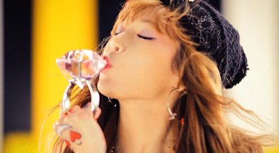 Hyuna Ice Cream huge diamond ring